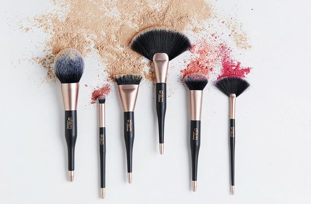 glam by manicare-brushes.jpg?itok=SWRYwVkw